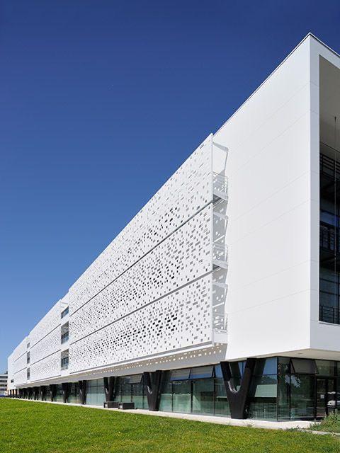 Thiết kế thi công mặt dựng nhôm Tòa nhà cao tầng